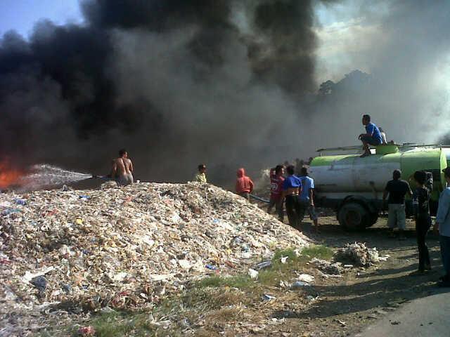 Gudang Plastik Afalan Terbakar