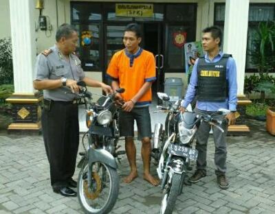 Curi CB Pemuda Iker-iker Di Cokok Polisi