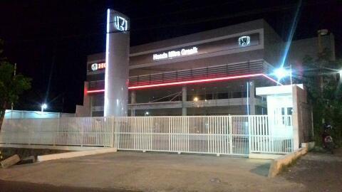 Akses Jalan Dealer Honda Mitra Gresik Ditutup Satpol PP