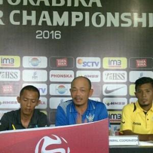 Pelatih Persegres Lestiadi saat Press release di Stadion Petrokimia Gresik, Jumat (6/5/2016) dalam rangka persiapan laga Sabtu Malam. (foto: Efendi/kabargresik)