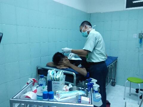Akhmad Ifal Alfarisi (15Tth) warga Sidorukun Gresik korban ricuh suporter saat dirawat di RS Petrokimia Gresik. (Tokoh/kabargresik.com)