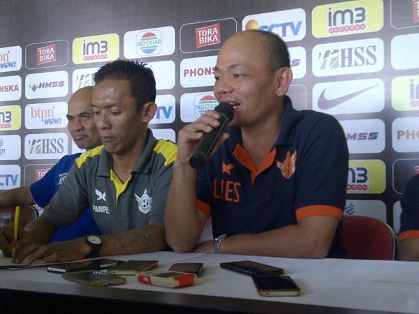 Lestiadi saat melakukan Press Conference sebelem laga menghadapi Persin, Senin (27/6/2016)