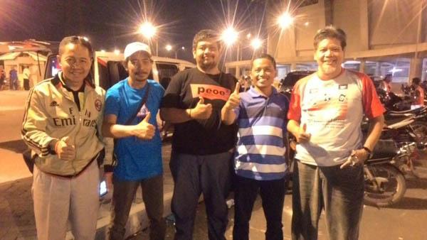 Rubiyanto Sekretaris Taft Nusantara Gress bersama anggota klub saat Kopdar di Gelora Joko Samudro, Sabtu (17/9/2016).