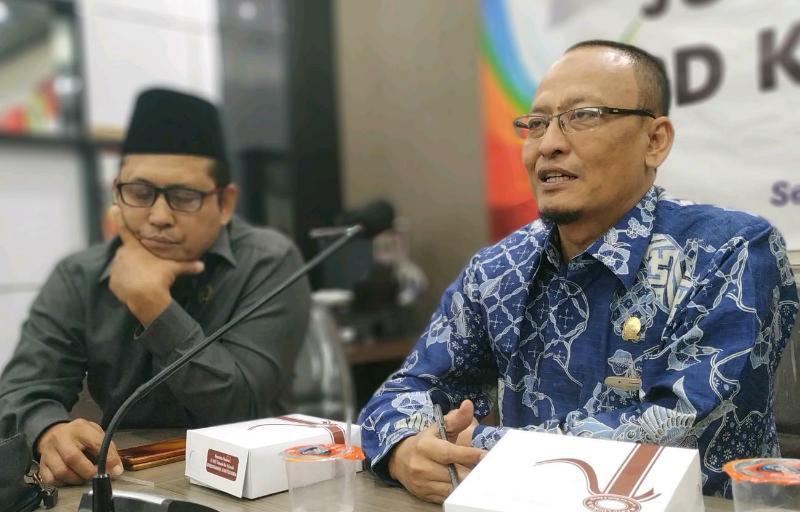 Ketua DPRD Kab Gresik Nur Hamim saat jumpa Pers di ruang komisi 2 Kamis (20/6/2019).